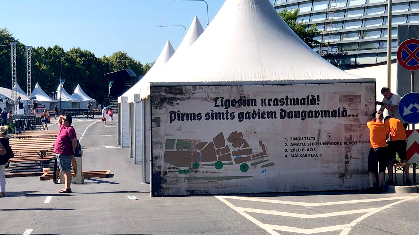 Lielformāta telts siena