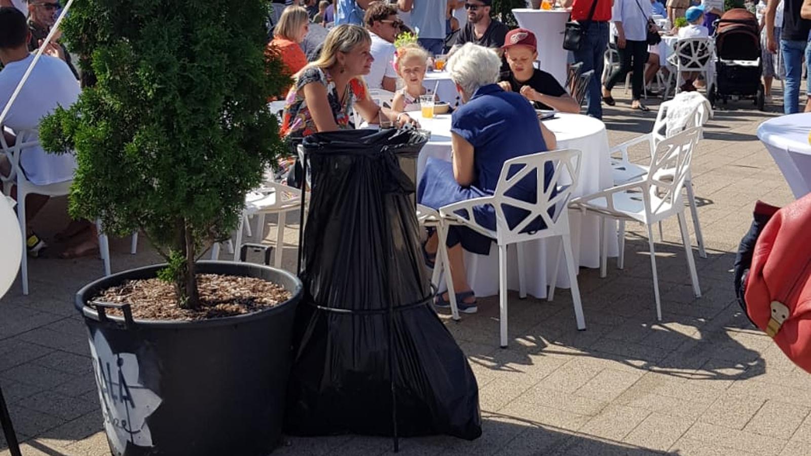 Atkritumu maisu turētājs